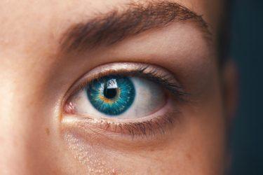 zmarszczki wokół oczu